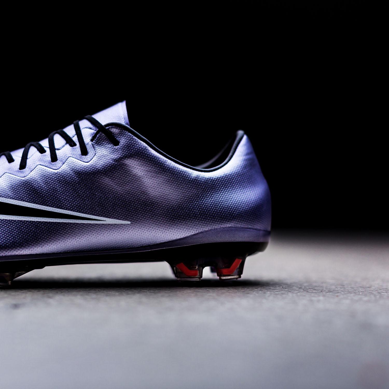 Nike lanserer den helt nye Liquid Chrome Mercurial fotballsko |