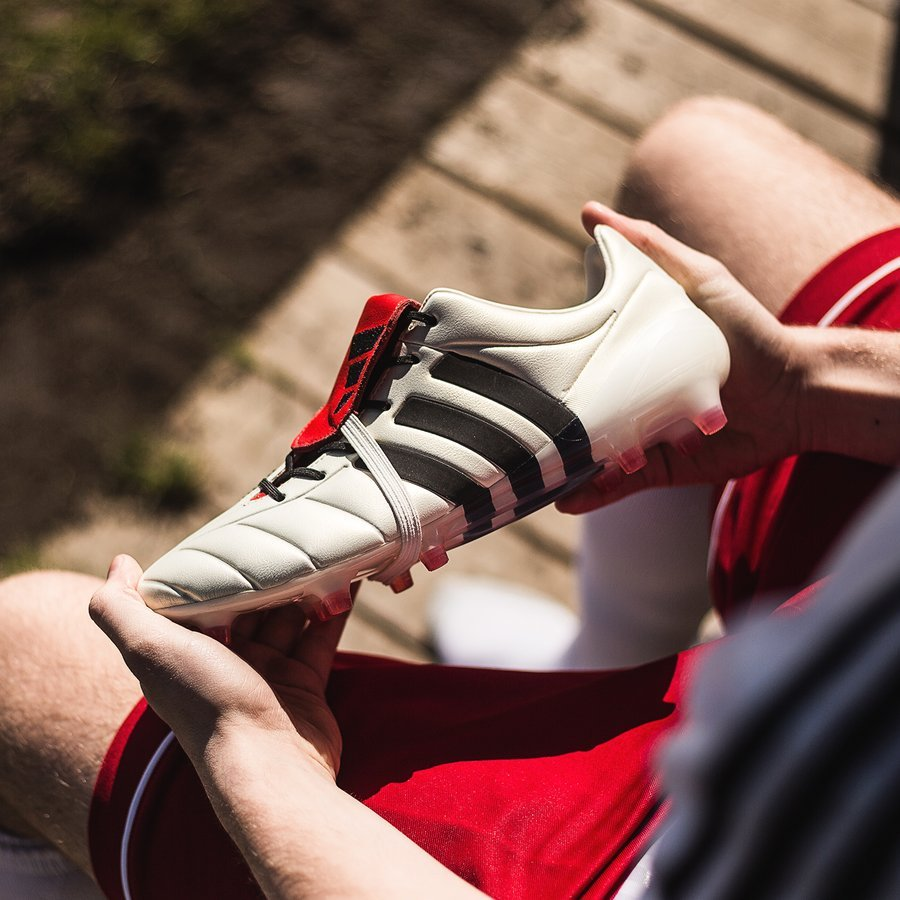 Adidas Predator Collector Compares New '2002 Champagne
