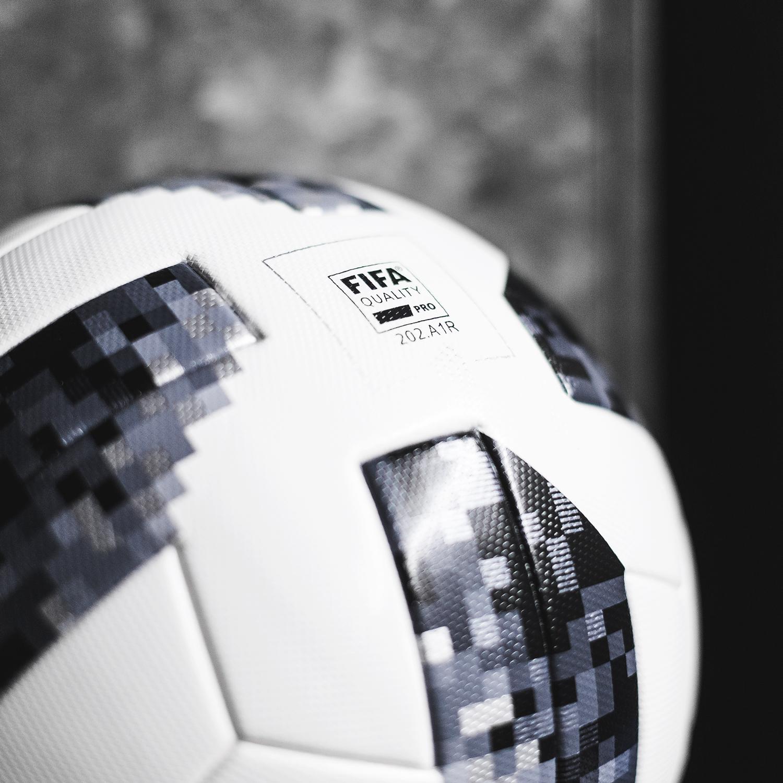 adidas avslöjar Telstar 18 för VM 2018 |