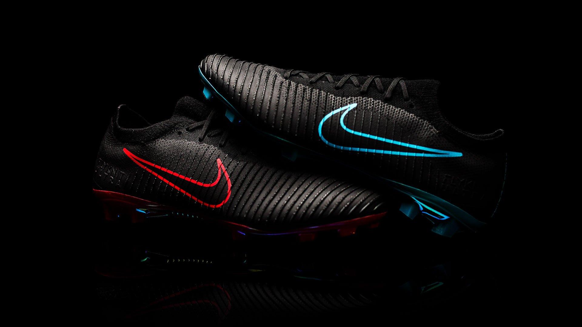 Erlebe den Nike Mercurial Vapor Flyknit Ultra 'Play Fire