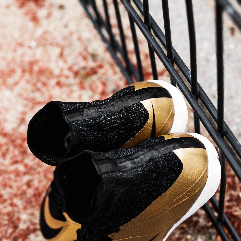 Overtag streetbanerne med de nye Nike FootballX Street sko |