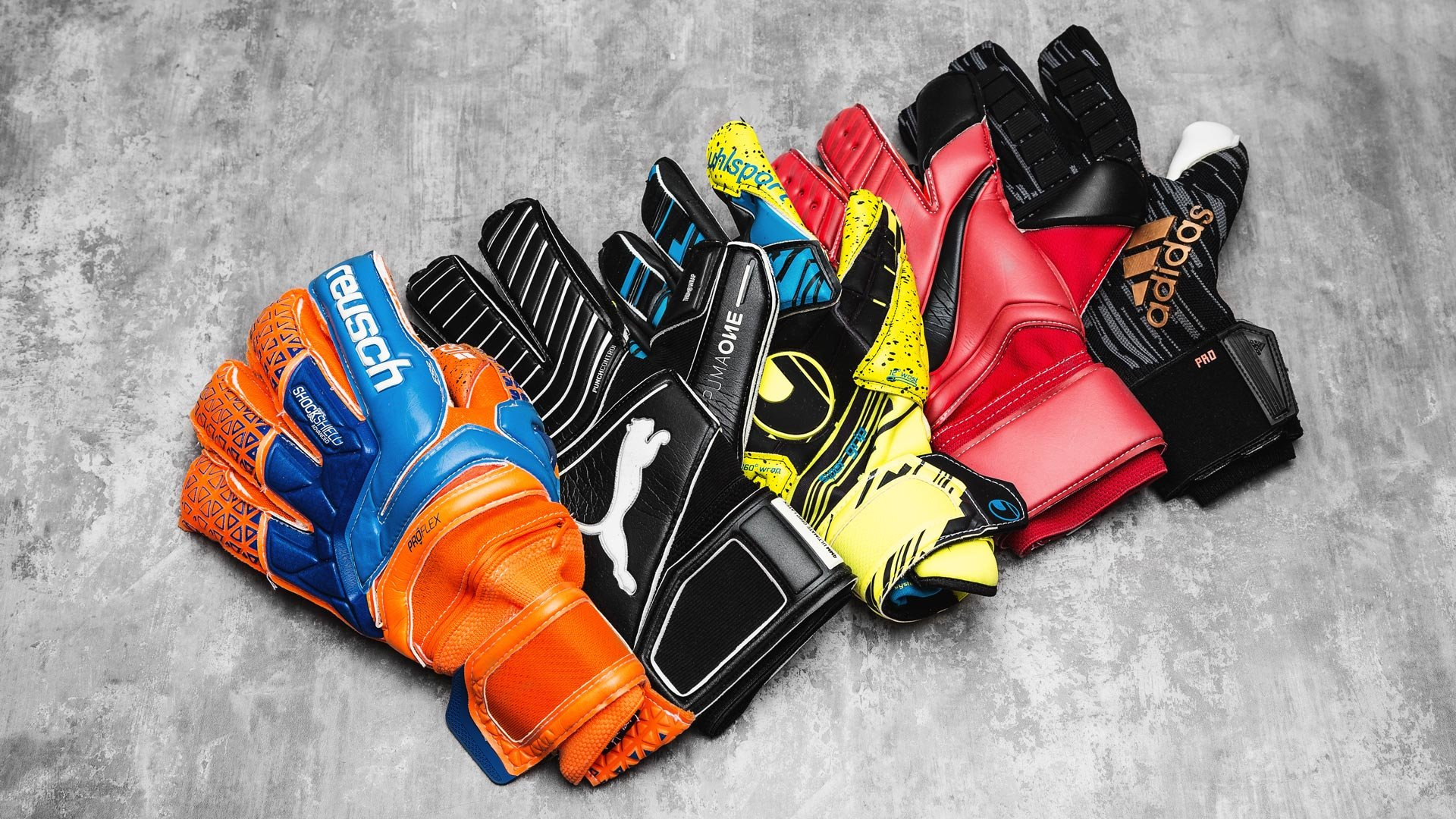 2017 Top 5 Goalkeeper Gloves  5283abc1f2da
