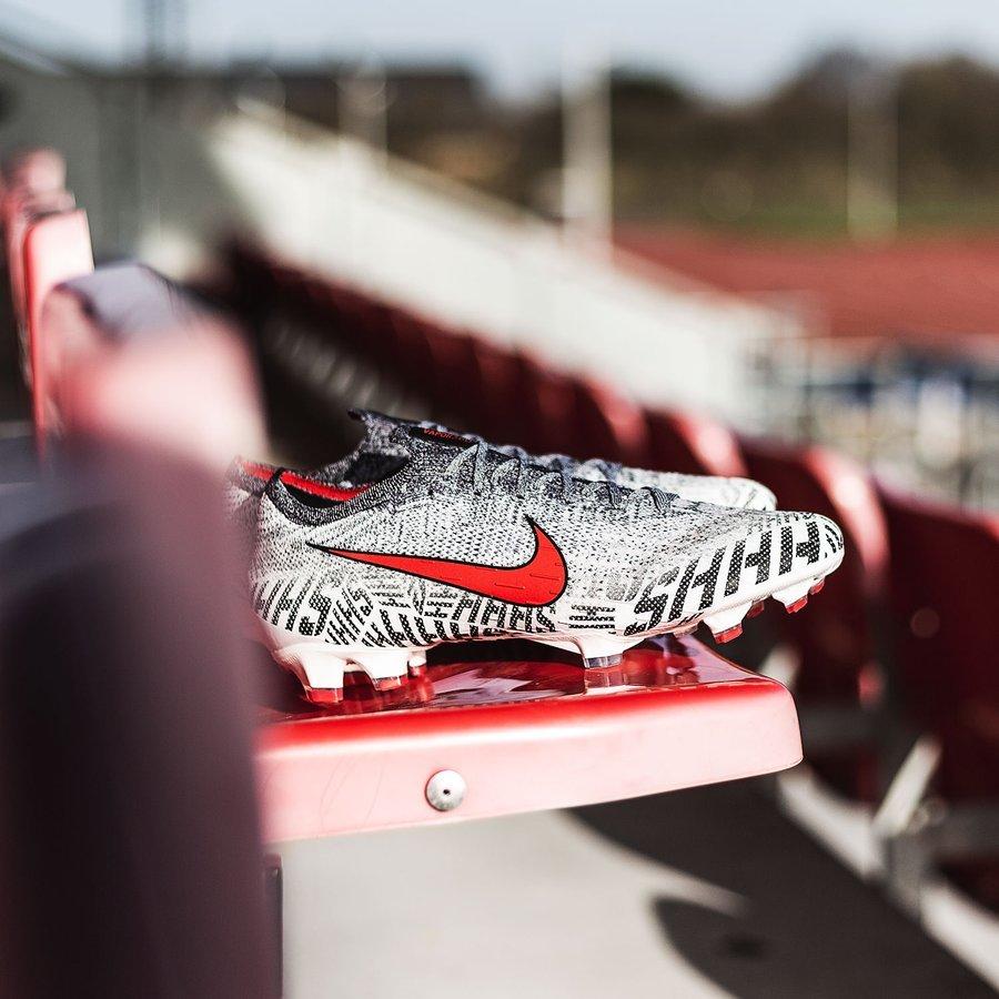 Nike Mercurial Vapor 12 Elite NJR Silêncio AG PRO