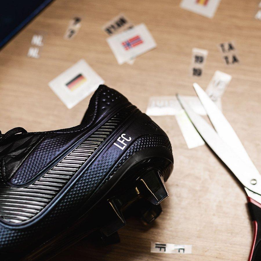 Personnalisez vos chaussures de foot avec Unisport |