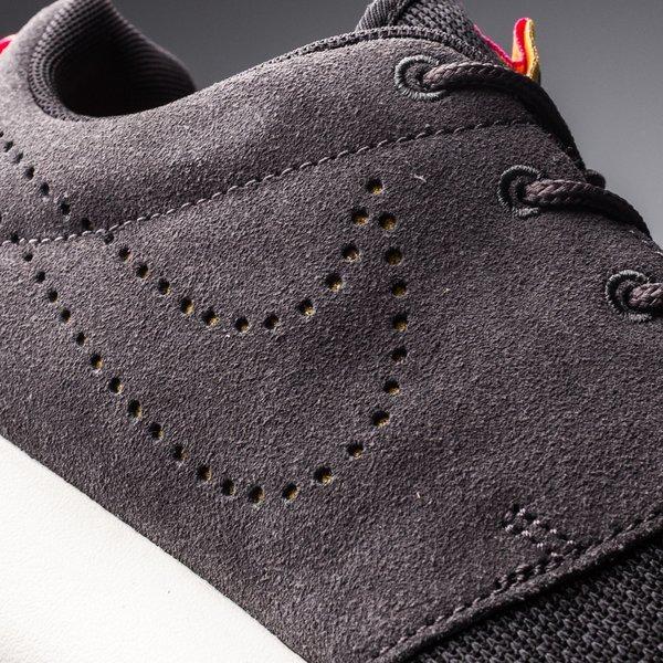 bas prix a2b5c 402e1 Nike Roshe Run Black/Dark Charcoal/Pink Fluo | www ...