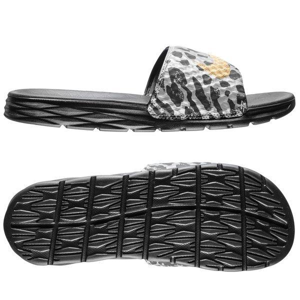 Nike - Badtofflor Benassi Solarsoft Slide 2 SCR Svart/Guld. Läs mer om  produkten. - badtofflor. - badtofflor
