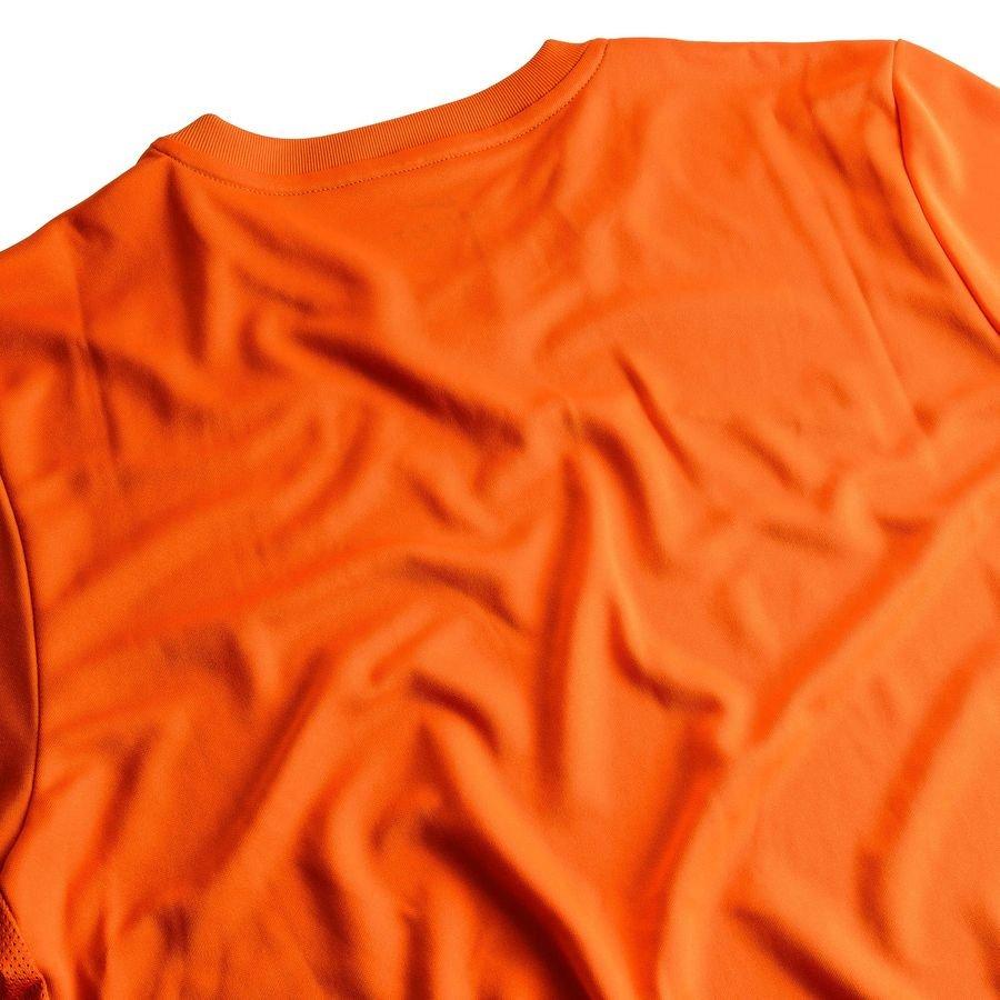 Nike Trenings T Skjorte Park VI Oransje Ensfarget t skjorte fra Nike Ensfarget t skjorte fra Nike. T skjorten har Dri FIT mesh paneler i begge sidene