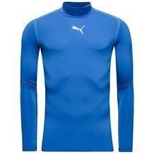Puma compression trøje sikrer dig den optimale oplevelse under de kolde vintertræninger. Det tætsiddende materiale er designet til at arbejde med kroppen og