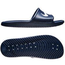Badesandalen er bygget op om det specielle solarsoft skum, som giver en optimal ventilering til foden. Derudover er materialet og hullerne i overfladen og s