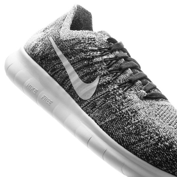 Nike Free RN Flyknit 2017 SortHvit | unisportstore.no