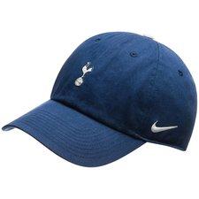 Kasket fra Nike med klubbens flotte logo. Vis dit tilhørsforhold til storholdet med stil. Justerbar spænde i nakken.