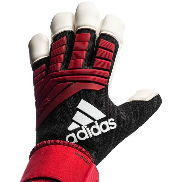 Adidas Traditional Pack Goalkeeper Leather gloves Launched ... |Goalkeeper Gloves Adidas 2015