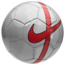 Fodbolden er en del af den populære Mercurial-kollektion og har et 26-panels design, der giver den et stabilt og præcist svæv. Mercurial bolden kommer med et