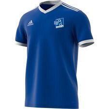 Flot og simpel spilletrøje fra giganten adidas. Lyngby BK hjemmebanetrøje til de lavere rangerede hold i klubben. Sponsorlogo påtrykt maven. Unisportlo