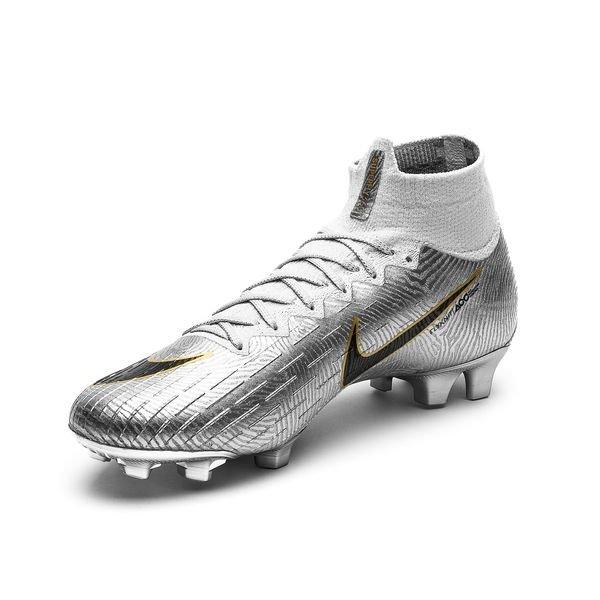 nike gold football shoes