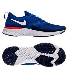 - Flyknit overdel er ekstremt åndbart meshmateriale - Nike React-affjedring leverer en yderst blød og responsiv følelse - Drop 10mm (22mm hæl, 12mm forfod)