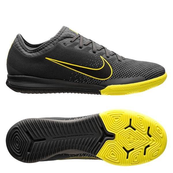 56d013790 99.95 EUR. Price is incl. 19% VAT. -30%. Nike Mercurial Vapor 12 Pro IC  Game Over - Dark Grey Yellow