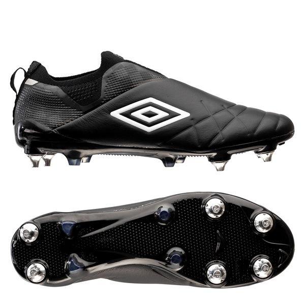 umbro football boots laceless