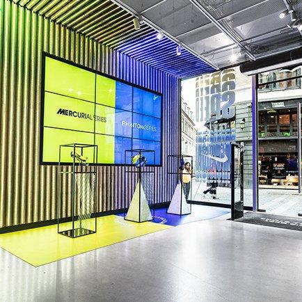 Nike Always Forward hos Unisport Flagship Store