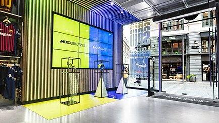 Nike Always Forward hos Unisport Flagship Store