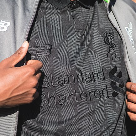 Nieuw Limited Edition Liverpool thuisshirt | Be...
