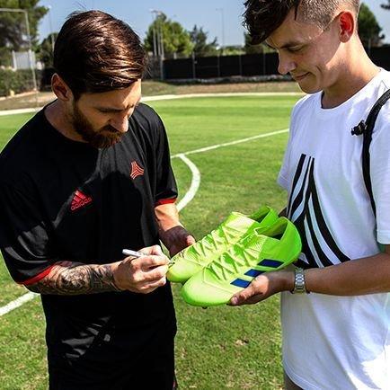 Vind Nemeziz-støvler signeret af Messi