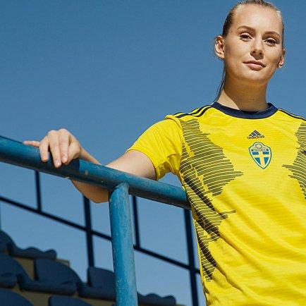 Nouveau maillot domicile pour l'équipe féminine...