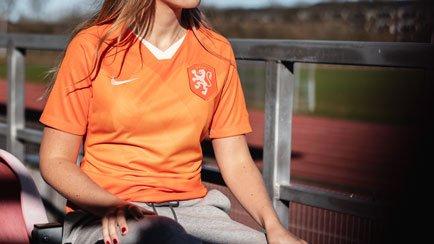 Het nieuwe shirt voor de Nederlandse voetbalvro...