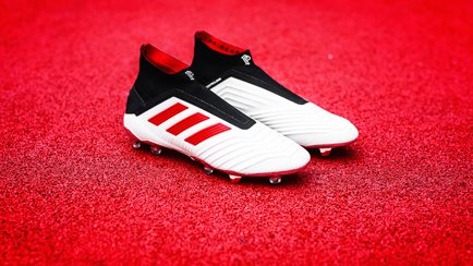 classic fit 26e37 8f0a9 Predator Paul Pogba Season 5   Get the boots at.