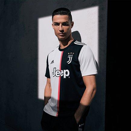 Nouveau maillot domicile de la Juventus 2019/20...