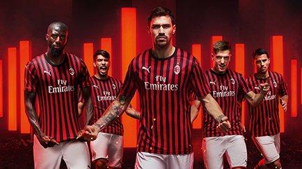 PUMA présente le maillot domicile de l'AC Milan...