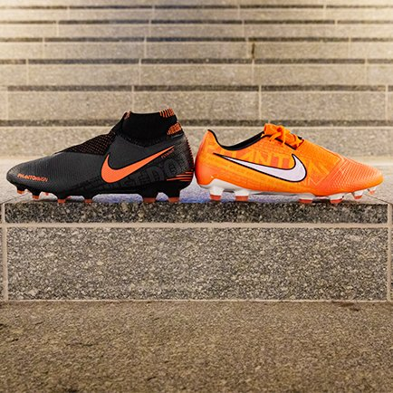 Datei:Nike Fussballschuhe mit Stollen.jpg – Wikipedia