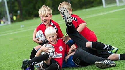 Unisport bliver partner på DBU fodboldskole