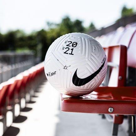 Nike Flight Ball - se den hos Unisport.