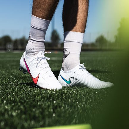Nike Flash Crimson | Read about the new footbal...