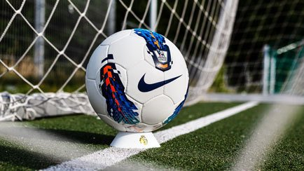 Le ballon Premier League Seitiro est de retour ...