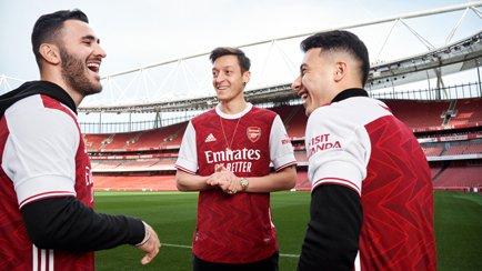 Nyt design til Arsenal   adidas præsenterer den...