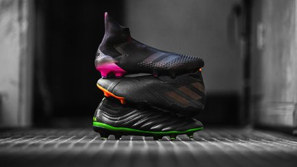 adidas Dark Motion | Crampons noirs plein d'éti...
