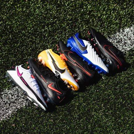 Nike Daybreak und Nike Black x Chile Red | Erfa...