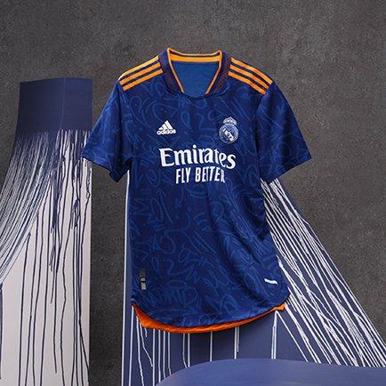 Real Madrid uitshirt 2021/22   Op graffiti geïn...