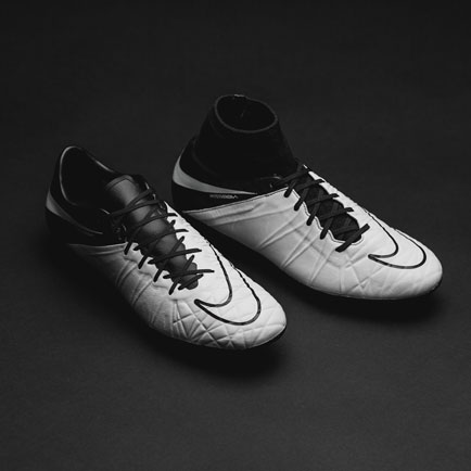 Nike Hypervenom Tech Craft: Tödlicher Angriff u...