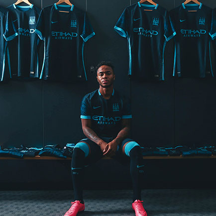 Nike presenterar Manchester Citys nya bortatröja