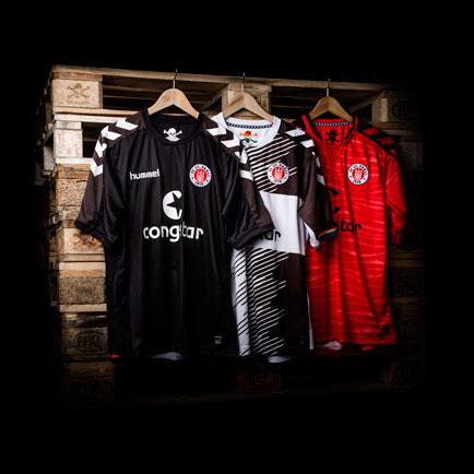 Hummel præsenterer de nye St. Pauli trøjer frem...