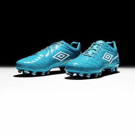 Ny frisk blå farve til klassikeren Umbro Specia...