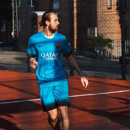 Barcelona onthult nieuw derde tenue voor het se...
