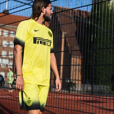"""Inter Mailand bekommt eine """"Night Rising"""" Behan..."""