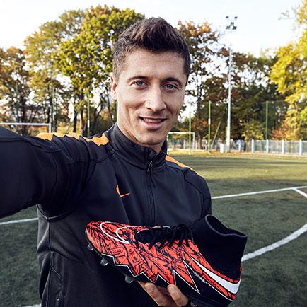 Nike fejrer den ustoppelige Lewandowski med en ...